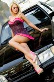 跑车金发碧眼的女人 免版税图库摄影