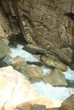 跑通过峡谷的Coquihalla河 免版税库存照片