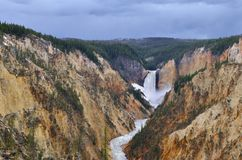 跑通过峡谷 库存照片