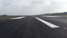跑道在katunayaka国际机场在斯里兰卡 免版税库存图片