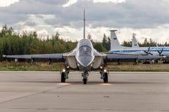 跑道的雅克夫列夫雅克-130 免版税库存照片