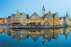 跟特全景视图中世纪镇在比利时 免版税图库摄影