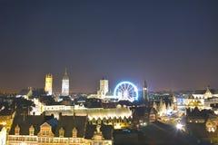 跟特和Roue de巴黎轮渡历史的城市的都市风景把跟特,圣诞节引入 图库摄影
