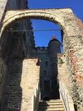 跟特法国-城堡迷人的街道  库存图片