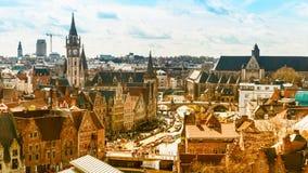 跟特鸟瞰图有运河和中世纪大厦的,比利时 免版税库存图片