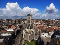 跟特,有圣尼古拉斯教会的比利时地平线  库存图片