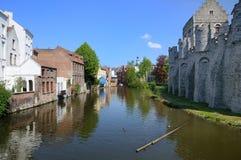 跟特,比利时老城市房子和渠道  免版税库存照片