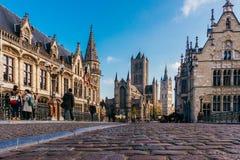 跟特,比利时- 2017年11月:跟特市中心建筑学  跟特是历史中世纪城市和点旅游destina 库存照片