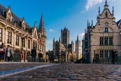 跟特,比利时- 2017年11月:跟特市中心建筑学  跟特是历史中世纪城市和点旅游destina 免版税库存图片