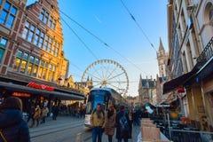 跟特,比利时- 2016年12月05日-老城市绅士的街道在比利时在圣诞节时间 库存照片