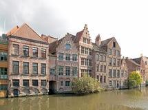 跟特,沿Lys跟特,比利时的典型的房子 库存照片