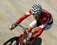跟踪骑自行车者盔甲太阳镜 图库摄影