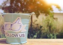 跟随我们在facebook 免版税库存图片