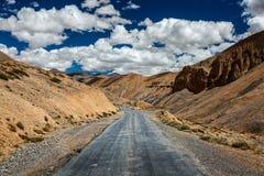 跨喜马拉雅Manali-Leh高速公路路 拉达克、查谟和Kashm 免版税库存图片