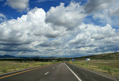 跨境亚利桑那的高速公路 免版税库存照片