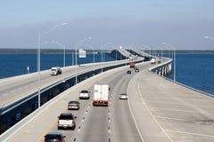 跨境桥梁的高速公路 库存照片