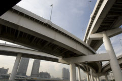 跨接城市高速公路 库存照片