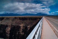跨接峡谷重创的里约 库存照片