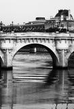 跨接巴黎 免版税库存图片