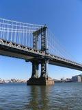 跨接布鲁克林曼哈顿纵向西部塔的视&# 免版税图库摄影