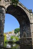 跨接曲拱并且防御在Knaresborough,约克夏 免版税库存图片
