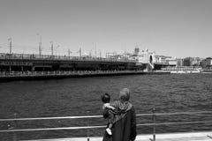 跨接海岸线galata六角伊斯坦布尔模式栏杆海运似方形往视图 库存图片