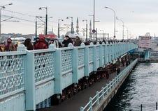 跨接海岸线galata六角伊斯坦布尔模式栏杆海运似方形往视图 免版税库存照片