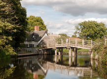 跨接穿过有反射的一条河外面在国家chil 库存图片