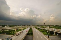 跨接高速公路天桥 免版税库存照片