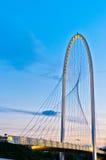 跨接calatrava黄昏一点红・意大利reggio 免版税库存图片