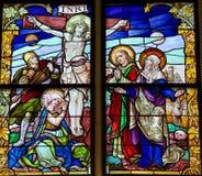 跨的彩色玻璃的耶稣-基督受难日 免版税库存图片