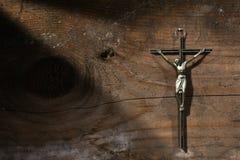 跨的木背景的耶稣 免版税库存照片