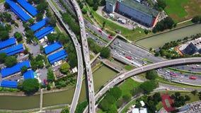 跨线桥、连接点、交叉点、路,桥梁等一个巨大的网络的全景空中英尺长度在郑州,都市 影视素材