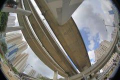 跨线桥和繁忙的交通,在kwun钳子 库存照片