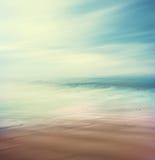 跨被处理的海和沙子 免版税图库摄影