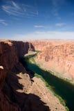 跨过幽谷峡谷的输电线,在页附近,亚利桑那 免版税库存照片