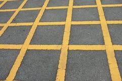 路与线黄色样式的沥青纹理 库存照片