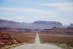 路到峡谷里 免版税库存图片