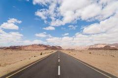 路到距离里- Timna公园,以色列 免版税库存图片
