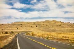 路向巴林杰陨石坑在温斯洛亚利桑那美国 库存照片