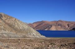 路向Pangong湖 免版税库存图片