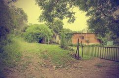 路和房子葡萄酒 免版税图库摄影