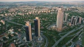 路和摩天大楼在伊斯坦布尔 股票录像