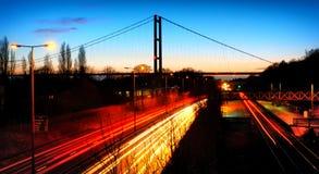 路和桥梁在晚上 图库摄影