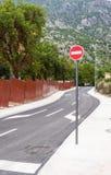 路和签到山 kotor montenegro 免版税库存图片