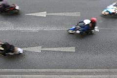 路和箭头标志指向走径直向前 库存照片
