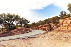 路和红色土壤 免版税库存照片