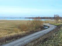 路和领域在洪水,立陶宛 库存照片