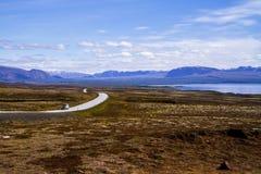 路和领域,河在公园Thingvellir 冰岛12 06,2017 免版税图库摄影