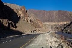 路在一点西藏 免版税库存照片